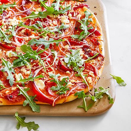 Pizza mit gegrillter Paprika und Feta